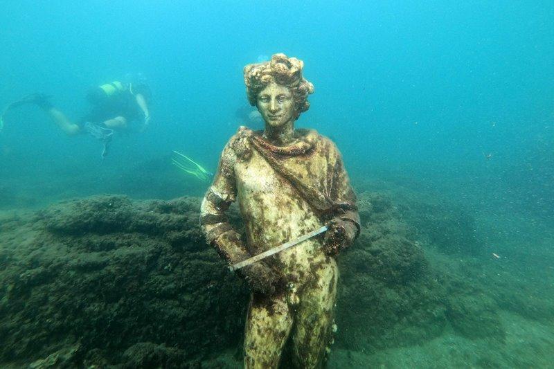 https: img.okezone.com content 2021 08 25 406 2461093 ada-di-bawah-laut-ternyata-begini-tempat-pesta-bangsawan-romawi-kt5bTV5Bgz.jpg