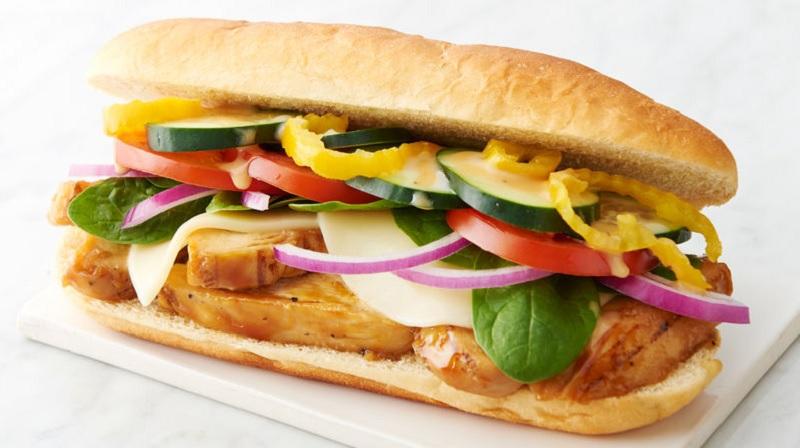 https: img.okezone.com content 2021 08 25 406 2461160 penumpang-pesan-sandwich-seharga-rp99-000-di-pesawat-bentuknya-sangat-menyedihkan-lYelGK4BXh.jpg