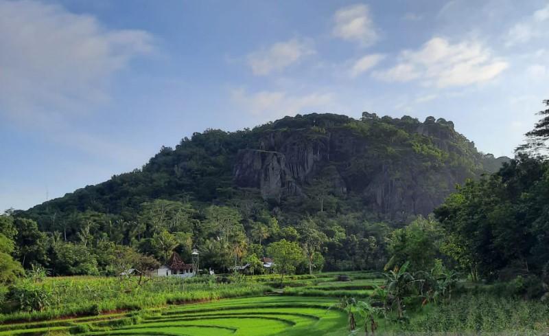 https: img.okezone.com content 2021 08 25 406 2461191 pesona-nglanggeran-yang-wakili-indonesia-di-ajang-desa-wisata-terbaik-dunia-DnQWtK9tSH.jpg