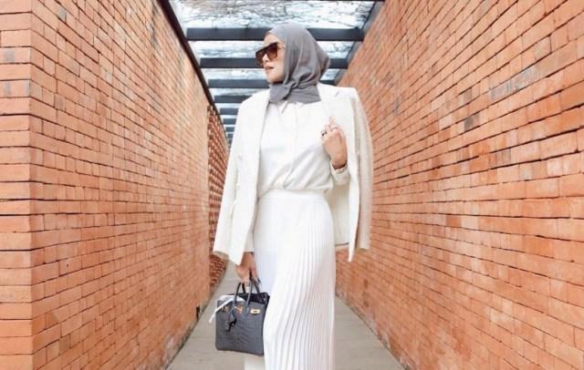 https: img.okezone.com content 2021 08 25 617 2461016 4-ootd-hijab-olla-ramlan-dipadu-padan-dengan-blazer-kece-banget-4NstfnsbXg.jpg