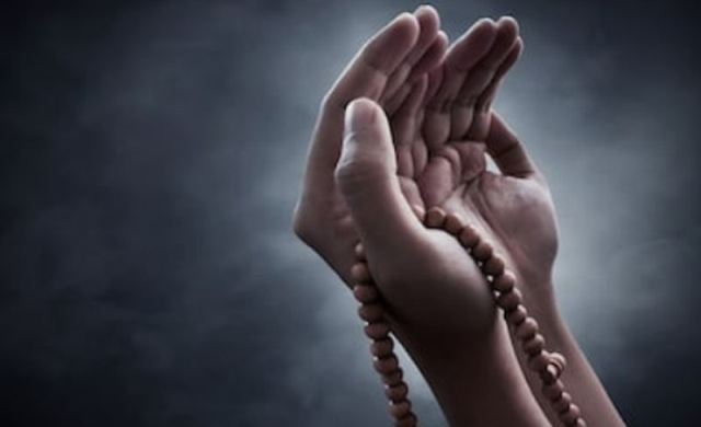 https: img.okezone.com content 2021 08 25 618 2460936 doa-masuk-dan-keluar-kamar-mandi-lengkap-dengan-latin-serta-artinya-WJp01rfAR1.jpg
