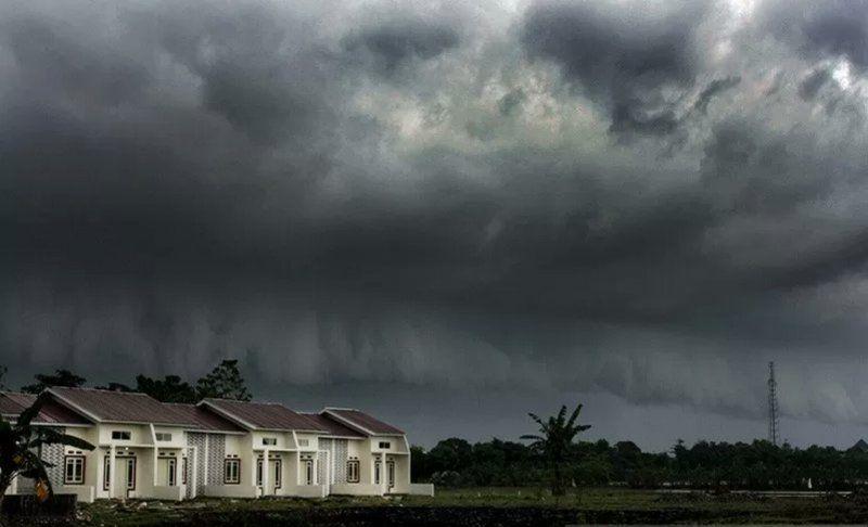 https: img.okezone.com content 2021 08 26 337 2461367 bmkg-puncak-musim-hujan-terjadi-pada-januari-februari-2022-hwwFsrpbpR.jpg