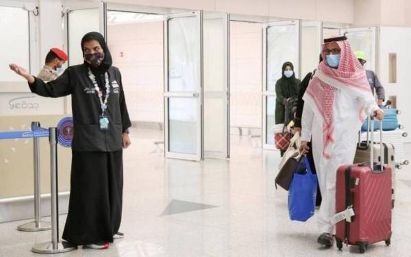 https: img.okezone.com content 2021 08 26 614 2461339 arab-saudi-cabut-larangan-masuk-bagi-20-warga-negara-termasuk-indonesia-L7T28B9jgK.jpg