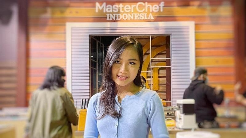 https: img.okezone.com content 2021 08 27 298 2462330 grand-final-masterchef-indonesia-mengenal-sosok-nadya-puteri-si-ratu-dessert-4MvamF1pYY.jpg