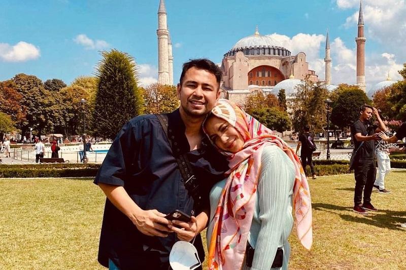 https: img.okezone.com content 2021 08 27 33 2462342 nagita-slavina-pakai-hijab-raffi-ahmad-cantik-ya-cHXwWhE77G.jpg