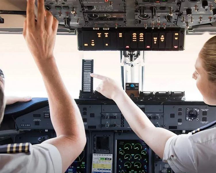 https: img.okezone.com content 2021 08 27 406 2462026 maskapai-australia-siap-buka-penerbangan-internasional-jelang-natal-UNbN2o4Rst.JPG