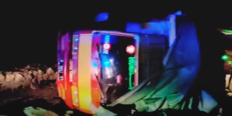https: img.okezone.com content 2021 08 27 519 2461826 6-truk-kecelakaan-beruntun-di-bangkalan-2-pengemudi-tewas-S7wYopyosG.jpg