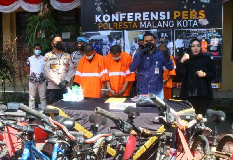 https: img.okezone.com content 2021 08 27 519 2462013 dua-spesialis-pencuri-sepeda-sultan-ditangkap-polisi-K3u22R5Uqr.jpg
