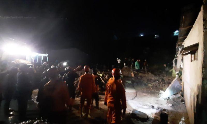 https: img.okezone.com content 2021 08 27 608 2461985 longsor-terjang-4-rumah-di-kabanjahe-sumut-2-orang-tewas-dObtDTtpcj.jpg