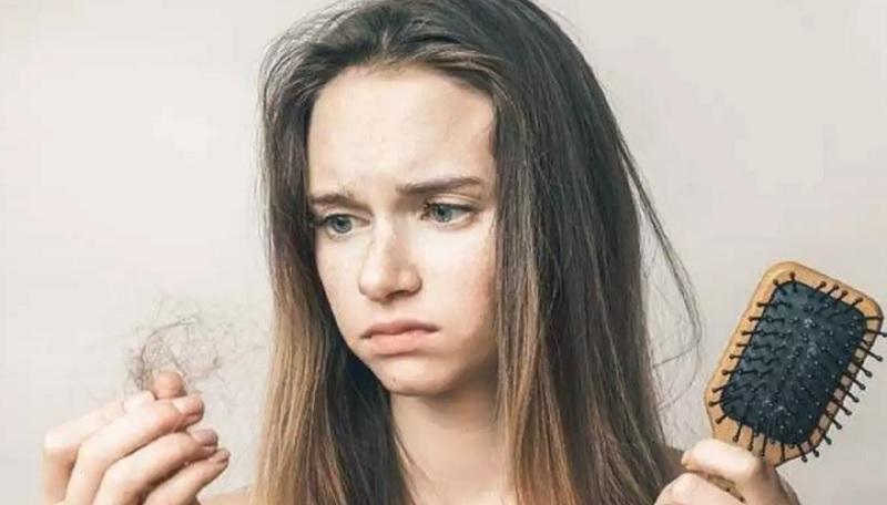 https: img.okezone.com content 2021 08 27 611 2462101 10-cara-mengatasi-rambut-rontok-berlebihan-ampuh-cegah-kebotakan-VwC9Ft6T2v.jpg