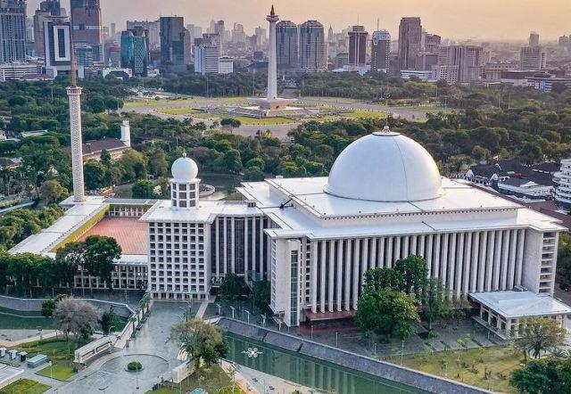 https: img.okezone.com content 2021 08 27 614 2461865 masjid-istiqlal-gunakan-panel-surya-hemat-biaya-listrik-dan-ramah-lingkungan-lnwAVBkvKh.jpg