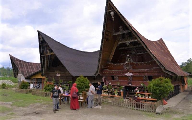 https: img.okezone.com content 2021 08 27 620 2461921 kominfo-dorong-desa-wisata-manfaatkan-internet-untuk-membuat-virtual-tour-UYbcEasSMa.jpg
