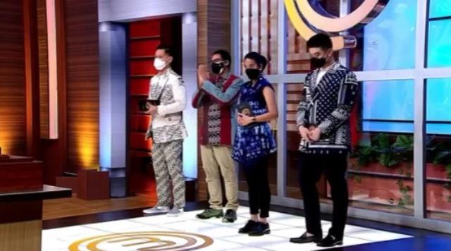 https: img.okezone.com content 2021 08 28 298 2462426 grand-final-masterchef-indonesia-8-ketiga-juri-dan-sandiaga-uno-kenakan-pakaian-khas-nusantara-nSF6D97eeI.jpg