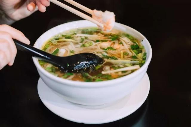 https: img.okezone.com content 2021 08 28 298 2462533 5-makanan-sehat-khas-vietnam-ini-bisa-tingkatkan-imunitas-patut-dicoba-vkuy0sT6yx.jpg