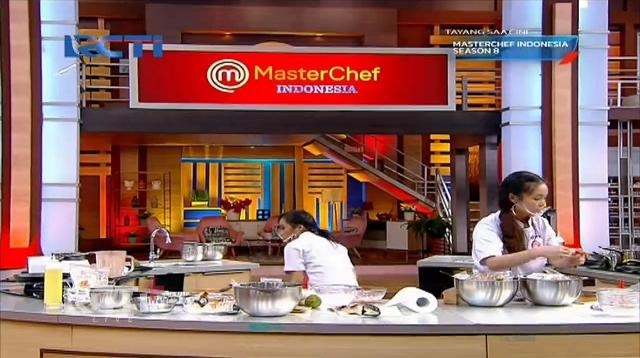 https: img.okezone.com content 2021 08 28 298 2462669 jesselyn-dan-nadya-buat-hidangan-mewah-di-grand-final-masterchef-indonesia-siapa-unggul-bTH3EdbRde.jpg