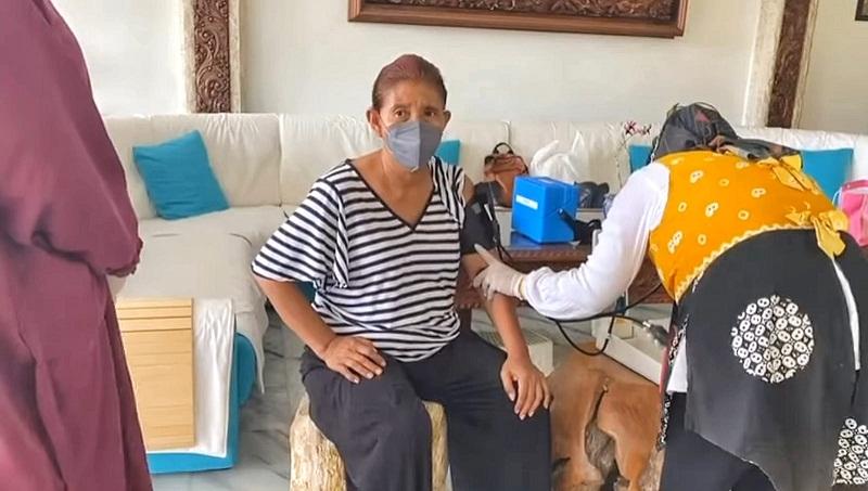 https: img.okezone.com content 2021 08 28 320 2462631 cerita-susi-pudjiastuti-dapat-hak-istimewa-suntik-vaksin-di-rumah-WgHZq3Lj2S.jpg