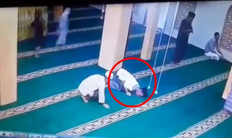https: img.okezone.com content 2021 08 28 608 2462400 viral-seorang-kakek-meninggal-dunia-saat-sujud-di-masjid-Dlh1GNMrW2.jpg