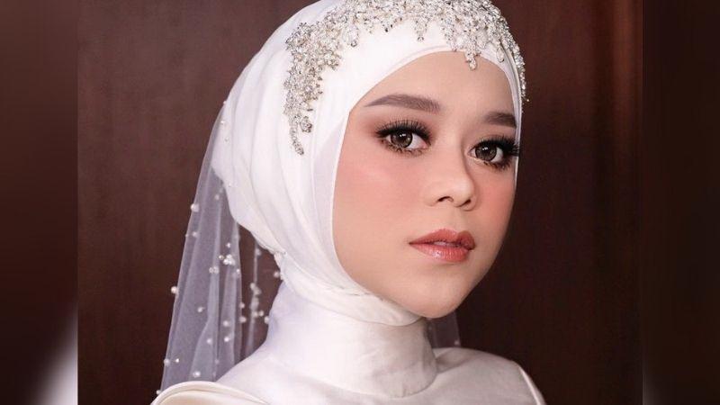 https: img.okezone.com content 2021 08 29 194 2462873 cantiknya-lesti-kejora-pakai-gaun-putih-di-acara-tasyakuran-netizen-pangling-6MyvidYaO6.jpg