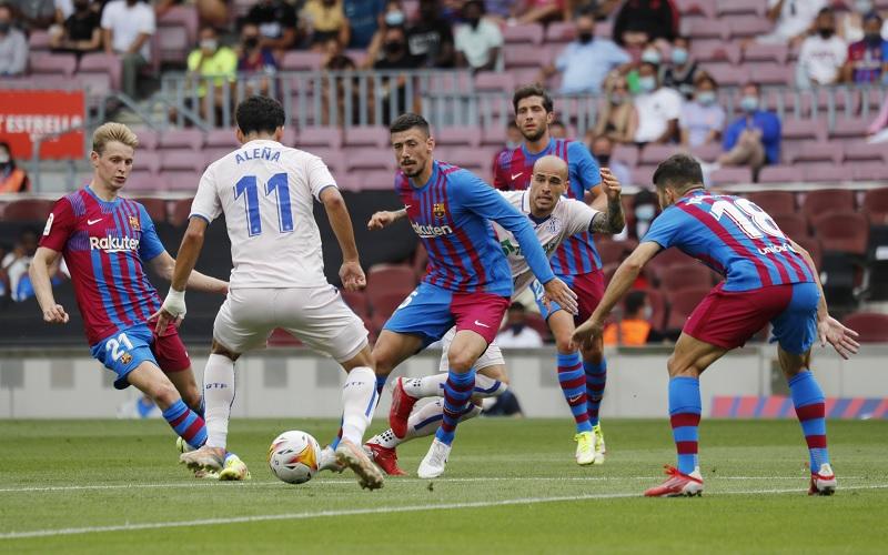 https: img.okezone.com content 2021 08 29 46 2462975 barcelona-vs-getafe-blaugrana-unggul-2-1-di-babak-pertama-EvugsYL7iH.jpg