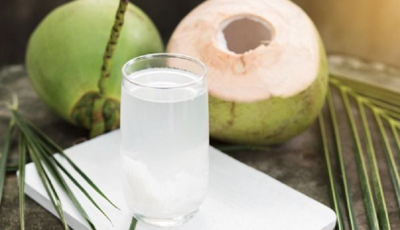 https: img.okezone.com content 2021 08 29 481 2462824 5-manfaat-minum-air-kelapa-murni-yang-tak-sekedar-segarkan-tenggorokan-OMEhXBpuLA.jpg