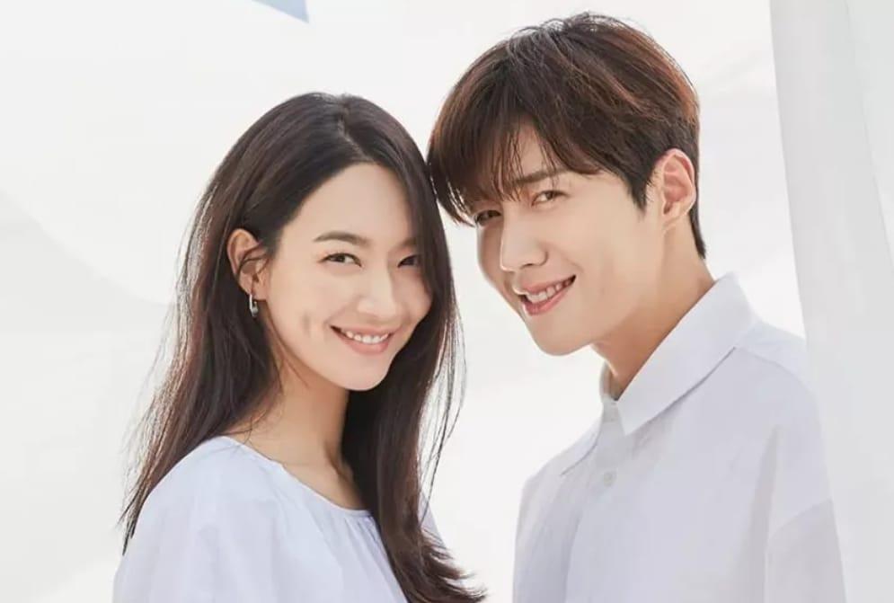 https: img.okezone.com content 2021 08 29 598 2462877 drama-hometown-cha-cha-cha-puncaki-rating-nomor-1-di-tayangan-perdana-Ynholddx4J.jpeg