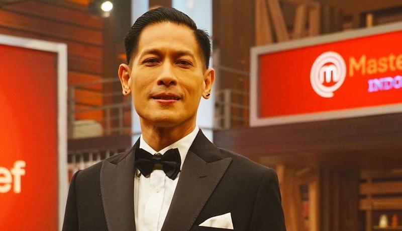 https: img.okezone.com content 2021 08 30 298 2463179 chef-juna-mendadak-pamit-berhenti-jadi-juri-masterchef-indonesia-DgMERMXICn.jpg