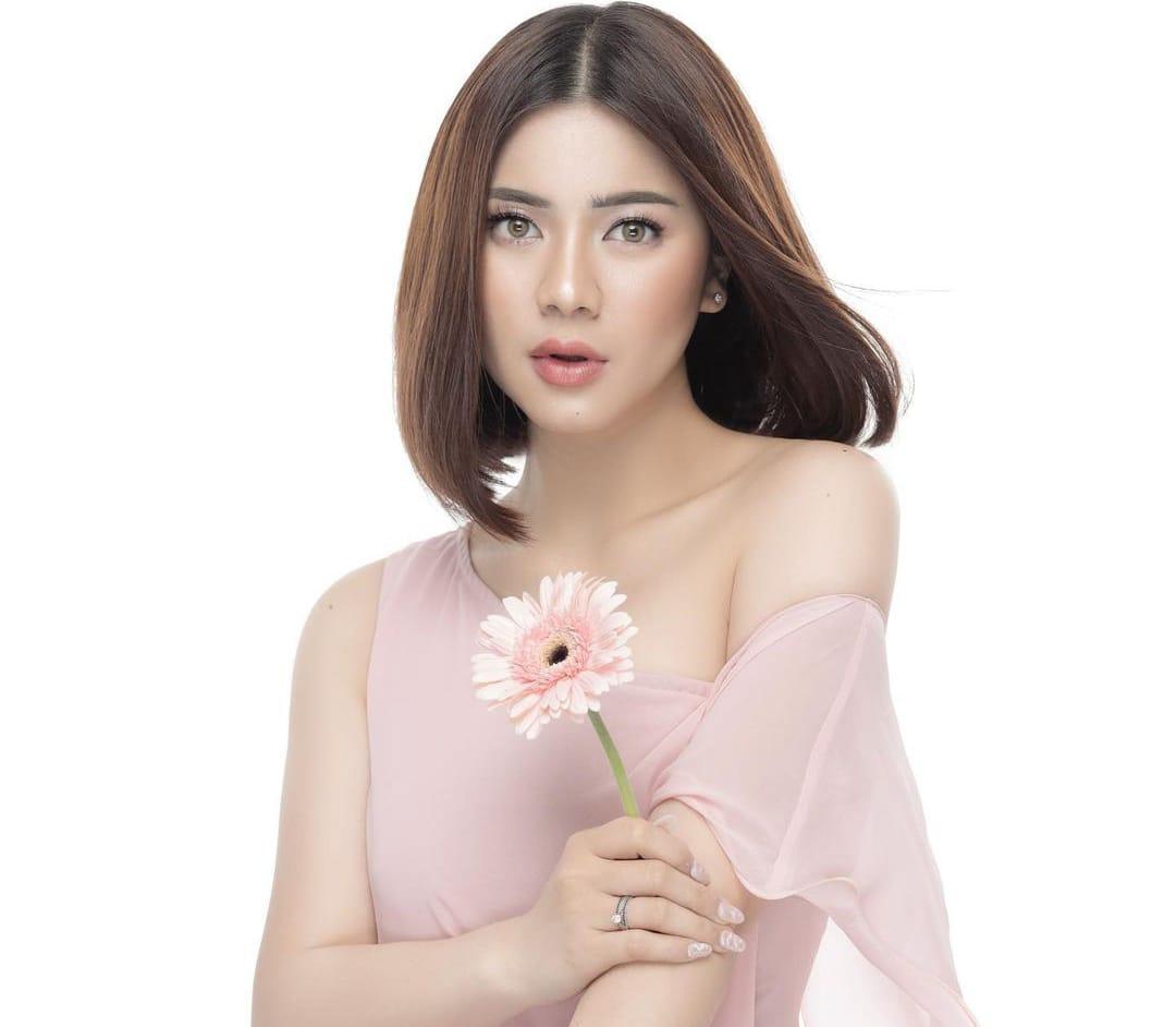 https: img.okezone.com content 2021 08 30 33 2463431 video-call-bareng-song-joong-ki-felicya-angelista-singkat-tapi-berkesan-banget-jrOYOCPnRz.jpeg