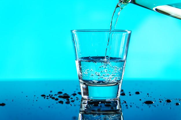 https: img.okezone.com content 2021 08 30 481 2463137 studi-minum-8-gelas-air-putih-sehari-ampuh-cegah-gagal-jantung-jfxHGZV4mi.jpg