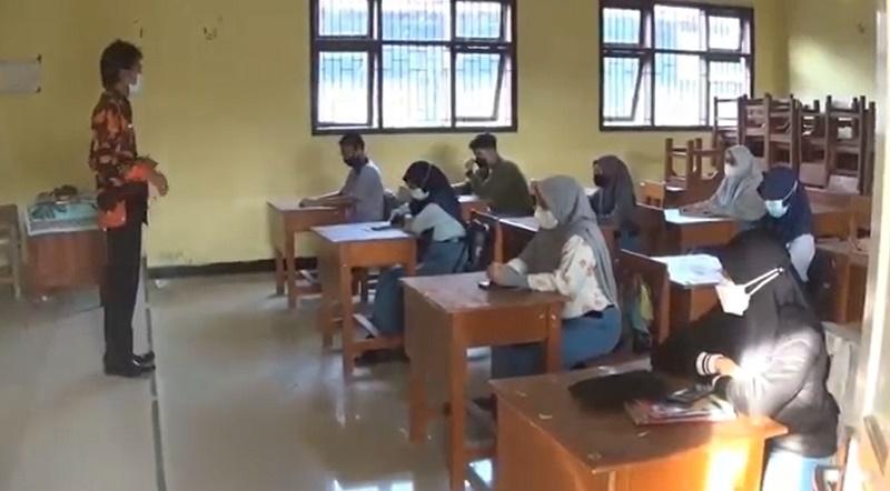 https: img.okezone.com content 2021 08 30 519 2463108 pembelajaran-tatap-muka-digelar-siswa-senang-bisa-ke-sekolah-kembali-bIfGDp1vac.jpg