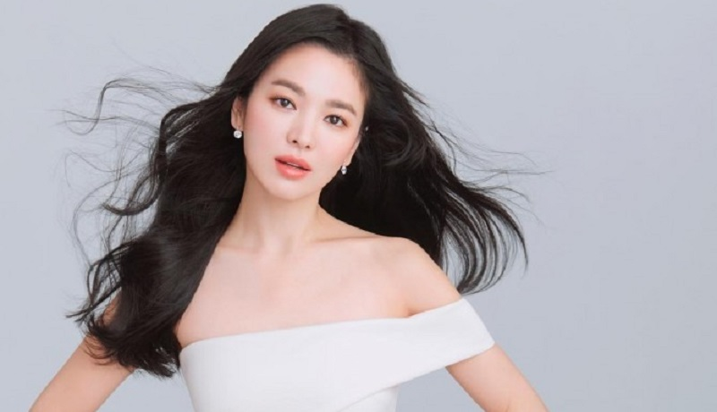 https: img.okezone.com content 2021 08 30 611 2463457 rahasia-cantik-5-artis-korea-song-hye-kyo-cuci-muka-pakai-susu-ou9Ja2TPhl.jpg