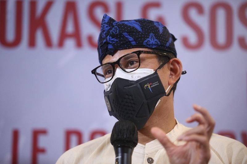 https: img.okezone.com content 2021 08 31 320 2464045 sandiaga-uno-yakin-ekonomi-ri-bisa-bangkit-dari-pandemi-covid-19-AyTnK4dzq0.jpg