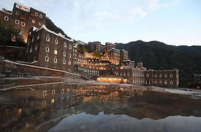 https: img.okezone.com content 2021 08 31 408 2464108 gunung-tertinggi-di-arab-saudi-kini-terbuka-untuk-wisatawan-dunia-g1oFnVARV7.jpg