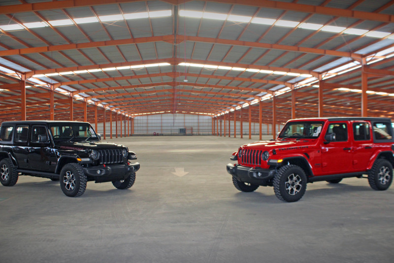 https: img.okezone.com content 2021 08 31 52 2463899 hadir-di-indonesia-berikut-spesifikasi-lengkap-jeep-wrangler-dan-gladiator-model-2021-JDSKgnepMb.jpg