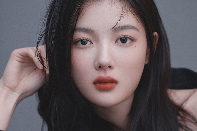 https: img.okezone.com content 2021 09 01 206 2464532 kim-yoo-jung-kenang-cinta-pertama-dalam-film-20th-century-girl-QETV9rTQmL.jpg
