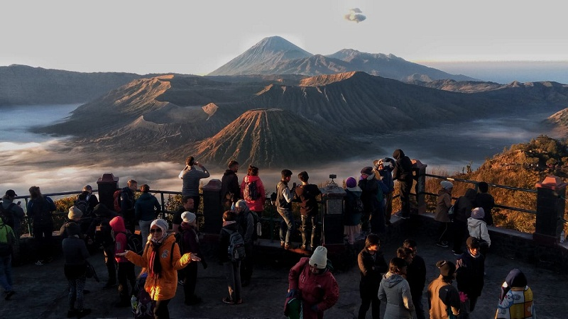 https: img.okezone.com content 2021 09 01 320 2464452 bps-kunjungan-turis-asing-ke-ri-hanya-138-ribu-orang-di-juli-turun-10-IIhVpUXspT.jpg