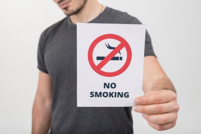 https: img.okezone.com content 2021 09 01 481 2464507 4-cara-mengatasi-paparan-asap-rokok-yang-meningkat-selama-wfh-Ltxm2fztzO.jpg