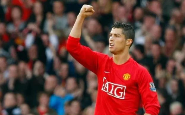 https: img.okezone.com content 2021 09 01 51 2464210 5-comeback-ikonik-pemain-ke-klub-lama-nomor-1-legenda-man-united-g9pGOfSTNg.jpg