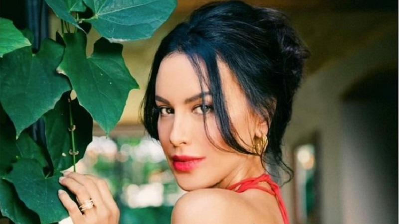 https: img.okezone.com content 2021 09 02 194 2465148 sophia-latjuba-seksi-pakai-dress-merah-netizen-mba-ini-bikin-panas-terus-adzPtJQFho.jpg