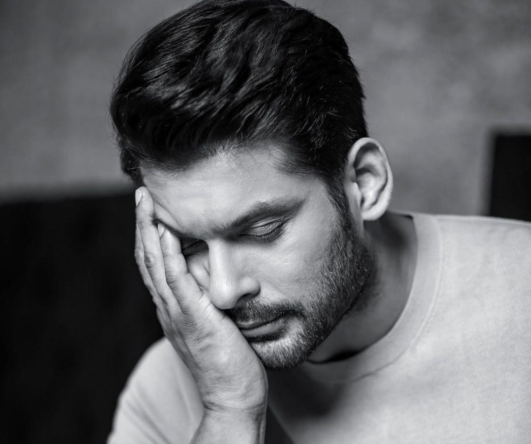 https: img.okezone.com content 2021 09 02 33 2465146 aktor-india-sidharth-shukla-meninggal-dunia-diduga-kena-serangan-jantung-hceiINUWHn.jpeg