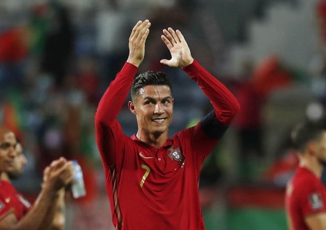 https: img.okezone.com content 2021 09 02 51 2464829 cristiano-ronaldo-pencetak-gol-terbanyak-sepanjang-masa-harry-maguire-kegirangan-kTQvhEraKo.jpg