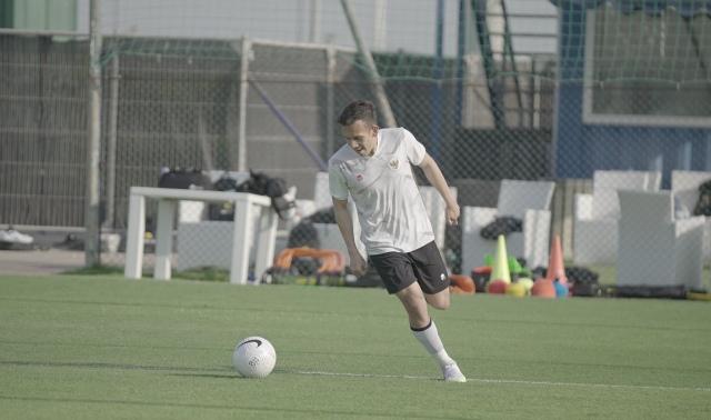 https: img.okezone.com content 2021 09 02 51 2465015 5-pemain-sepakbola-indonesia-yang-membela-klub-luar-negeri-nomor-1-dibuatkan-serial-dokumenter-1XSi57NlT5.jpg