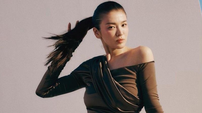 https: img.okezone.com content 2021 09 03 194 2465509 5-potret-cantik-song-hye-kyo-yang-tak-dirilis-vogue-korea-EHYjtPYjiZ.jpg