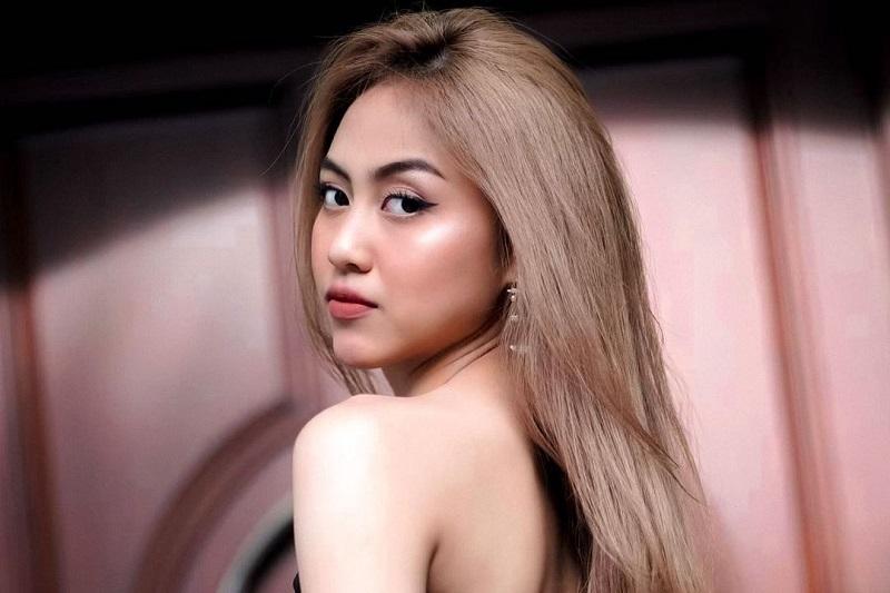 https: img.okezone.com content 2021 09 03 205 2465768 sisca-jkt48-nyanyi-keroncong-pakai-bahasa-thailand-dalam-music-buat-elo-Qno961jMYN.jpg