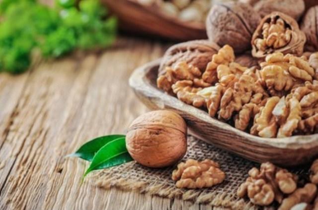 https: img.okezone.com content 2021 09 03 298 2465648 12-manfaat-kacang-kenari-untuk-kesehatan-bisa-cegah-penyakit-jantung-OWwXRCnB6g.jpg