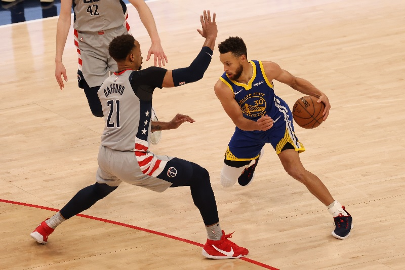 https: img.okezone.com content 2021 09 03 36 2465838 5-peraturan-permainan-bola-basket-yang-wajib-diketahui-NAXngKtJEC.jpg