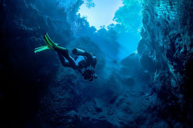 https: img.okezone.com content 2021 09 03 406 2465913 6-hal-menyeramkan-ditemukan-di-bawah-laut-mata-raksasa-misterius-hingga-kuburan-cVVyN7lwq9.jpg