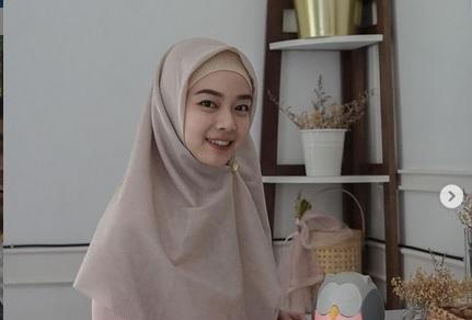 https: img.okezone.com content 2021 09 05 43 2466357 5-atlet-indonesia-yang-jadi-mualaf-nomor-1-bahagia-dengarkan-suara-azan-f4WWiOiH0T.jpg
