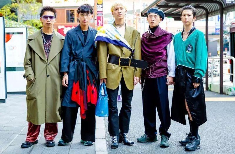https: img.okezone.com content 2021 09 06 194 2466879 kenali-beda-gaya-fashion-week-london-new-york-paris-milan-hingga-tokyo-Gmd1xL8jXG.jpg