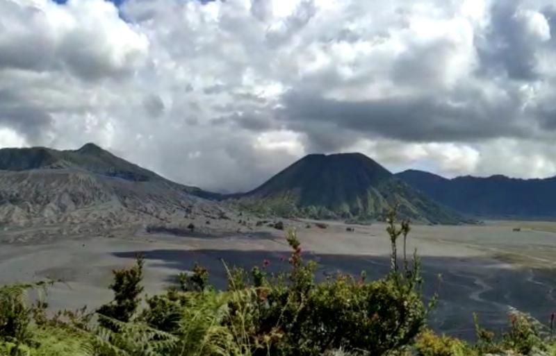 https: img.okezone.com content 2021 09 06 406 2467087 wisata-gunung-bromo-kembali-dibuka-begini-aturan-untuk-pengunjung-pIAMw8Jj7o.jpg