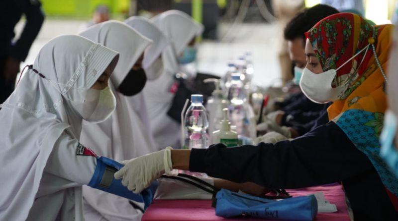 https: img.okezone.com content 2021 09 06 512 2467075 siapkan-320-ribu-dosis-vaksin-polda-jateng-sasar-15-pesantren-dan-tempat-ibadah-ZNSYJJ1wWe.jpg